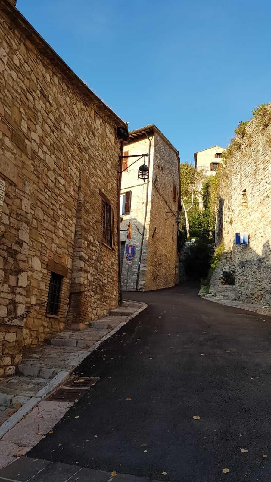Assisi : stradina
